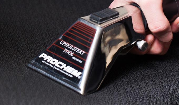 Autobekleding reinigen doe dat met een dieptereiniging for Interieur reinigen auto